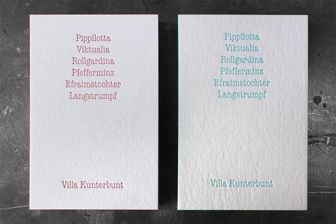 Wer sich nicht entscheiden kann, bekommt in unserer Druckerei auch zweierlei Visitenkarten. Zwei Papiere, 2 Farben, 2 x Farbschnitt.