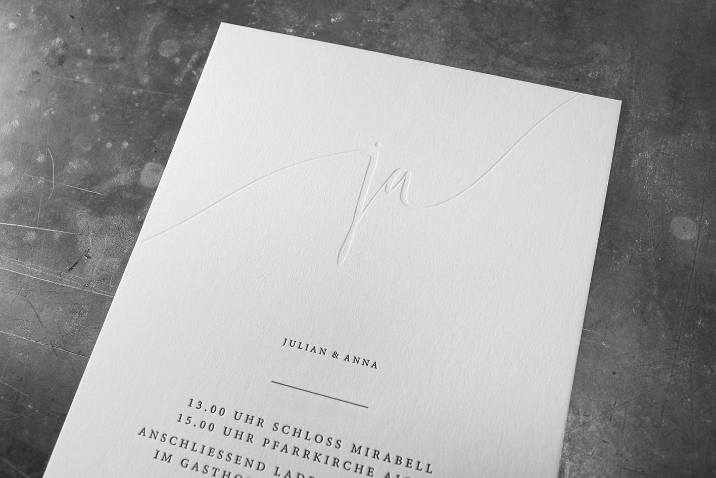 Prägedruck mit und ohne Farbe. Letterpress-Hochzeitseinladung gedruckt in Wien.